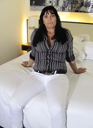 Moms Bedroom Porn Pictures