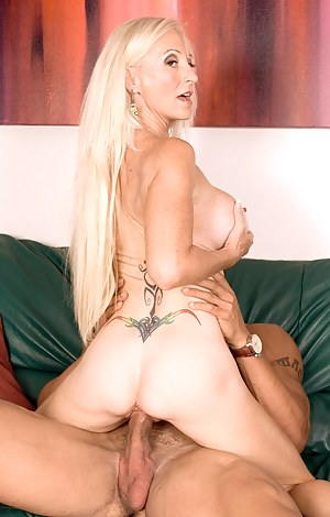 Long Hair Moms Porn Pictures