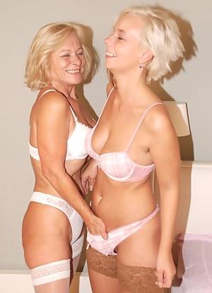 Blonde Moms Porn Pictures