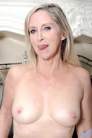 Moms Cumshot Porn Pictures