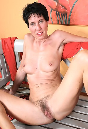 Hairy Moms Porn Pictures