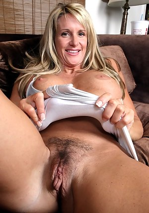 Moms Pussy Porn Pictures